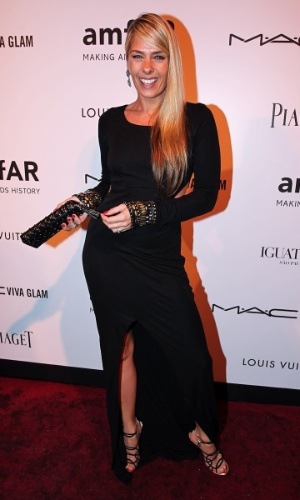 Adriane Galisteu participa do baile de gala da AmfAR The Foundation for AIDS, na casa de Dinho Diniz, no bairro dos Jardins, em S&#227;o Paulo. A festa beneficiente teve como tema &#34;Black Tie/Hot Metal&#34; e show da cantora jamaicana Grace Jones (26/4/12)