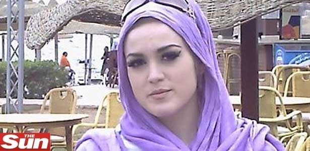 Andrea Raftis, 24, foi pega ao postar no Facebook fotos de sua viagem ao Egito