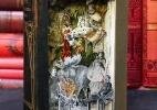 Artista cria livros-escultura cortando página por página - Alexander Korzer-Robinson / Barcroft