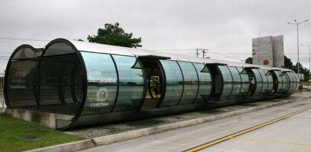 Estação-tubo de Curitiba é fria nos meses de inverno, segundo cobradores