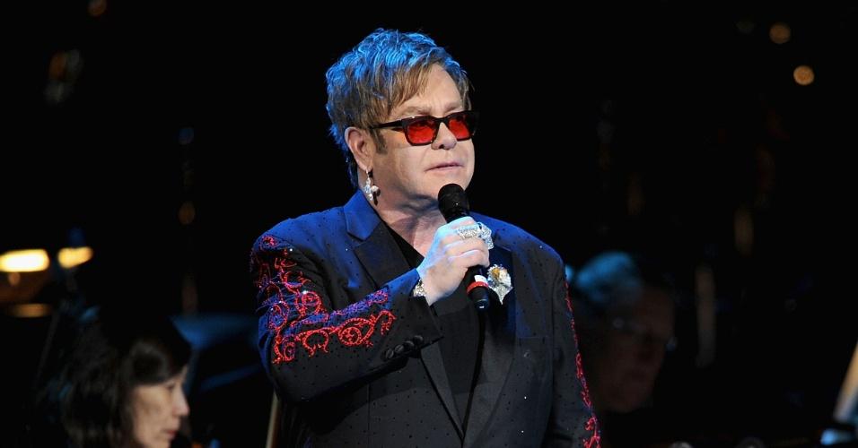 O cantor Elton John em jantar beneficente contra o desmatamento, em Nova York (3/4/12)