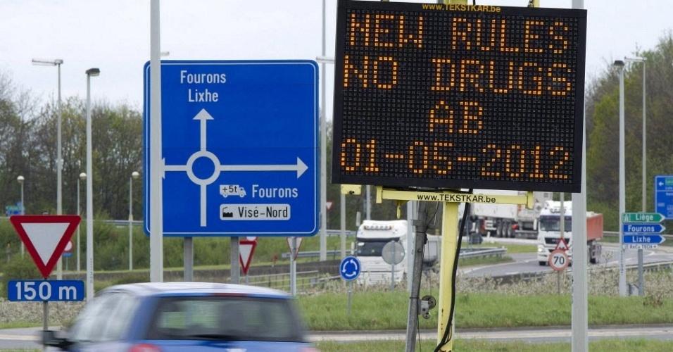 27.abr.2012- Painel eletrônico em estrada de Masstrich (Holanda)  sobre proibição de drogas