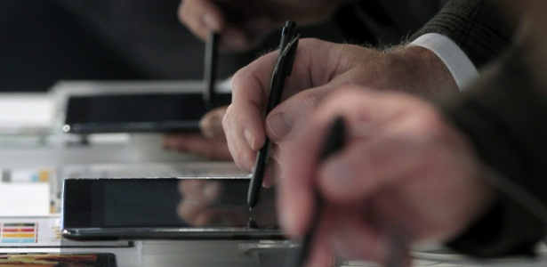 Tablet Galaxy Note 10.1 une praticidade de uso de caneta com tela gigante. (Foto: Alberto Estévez/EFE)