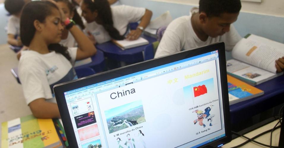 As aulas de mandarim são multimídia e utilizam recursos de audiovisual para aproximar os alunos à cultura chinesa e facilitar a interação com o professor