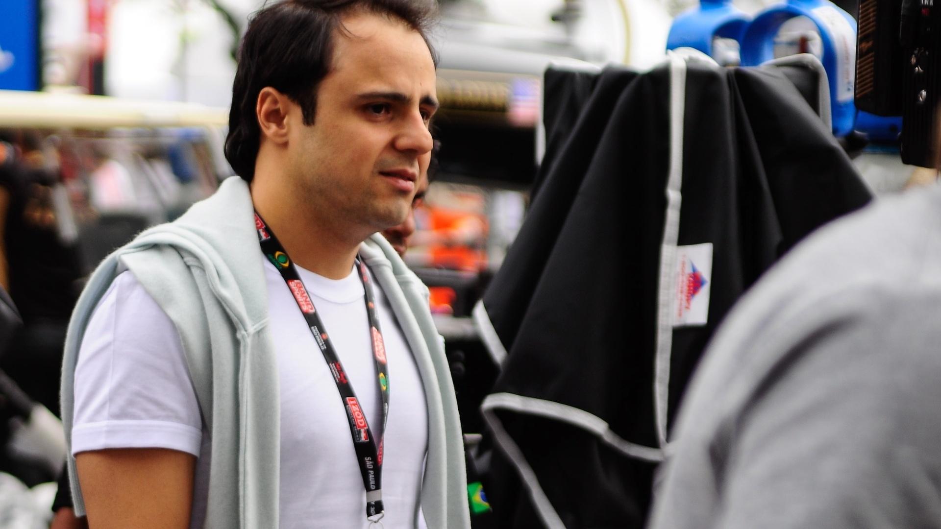 Felipe Massa visita os boxes de Rubens Barrichello no Anhembi