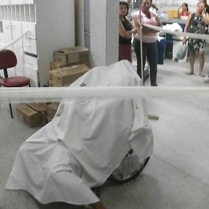 Imagem mostra o corpo de uma das pessoas assassinadas pelo PM que invadiu o maior hospital de Aracaju para vingar a morte do irmão