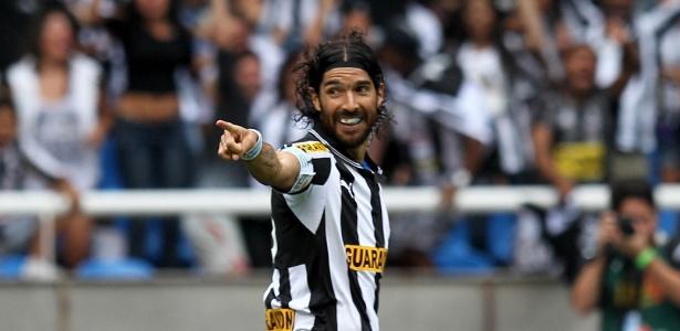 Loco Abreu teve passagem de destaque pelo Botafogo