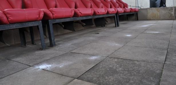 Funcionário do Inter espalhou sal grosso no piso do reservado do Grêmio neste domingo