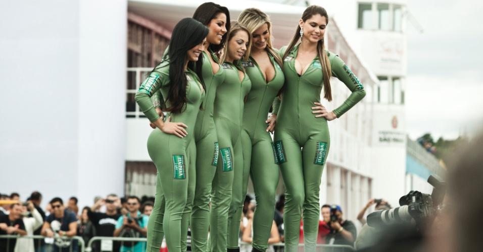 Candidatas a gata da Fórmula Indy compareceram à corrida no Anhembi