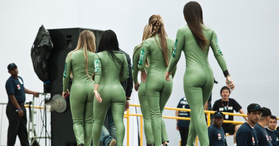 Candidatas a gata da Indy em São Paulo deixam o pódio após participarem da premiação da prova