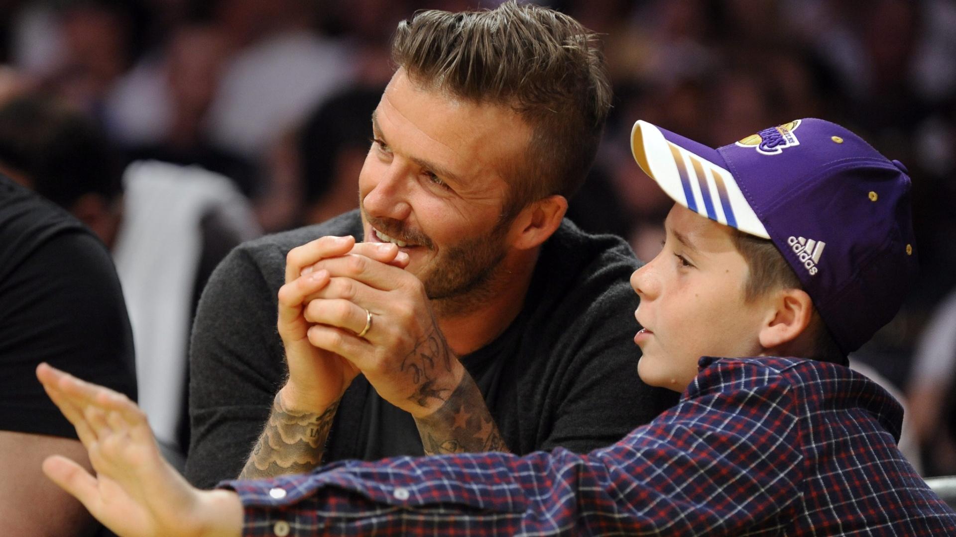 David Beckham e seu filho acompanham a vitória do Los Angeles Lakers sobre o Denver Nuggets (29/04/12)