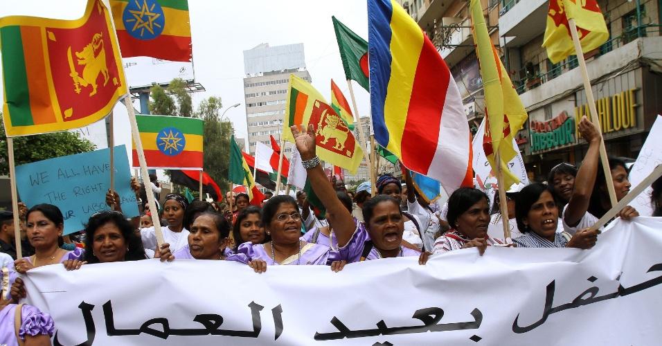 Estrangeiros que vivem no Líbano organizam uma manifestação multicultural para celebrar o Dia dos Trabalhadores Internacionais. Eles pedem que o governo do Líbano encerre um programa que subsidia a migração de libaneses do interior para a capital, Beirute