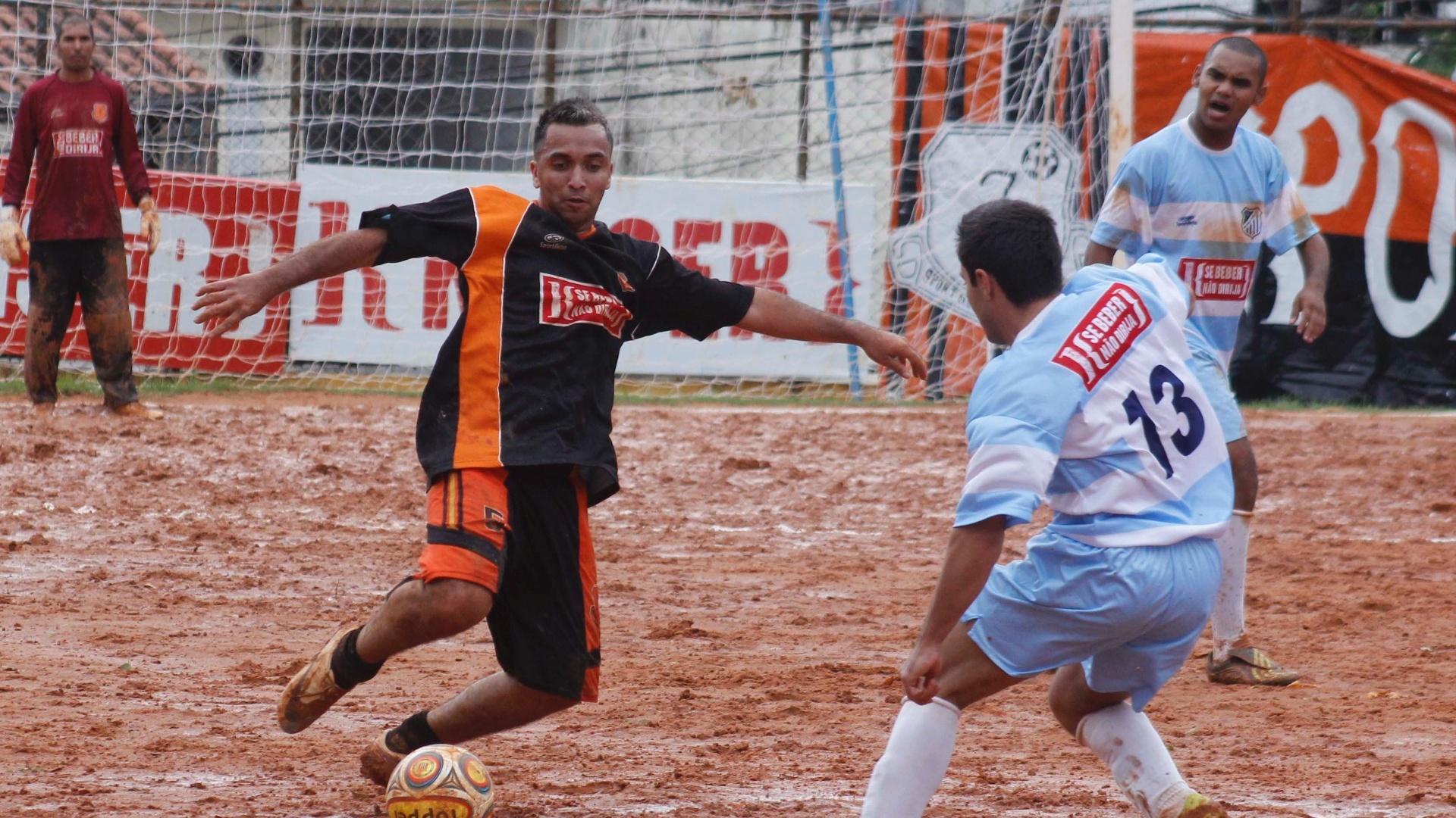 Jardim Jaqueline (Preto) e Vila nova (Azul) empataram em 2 a 2