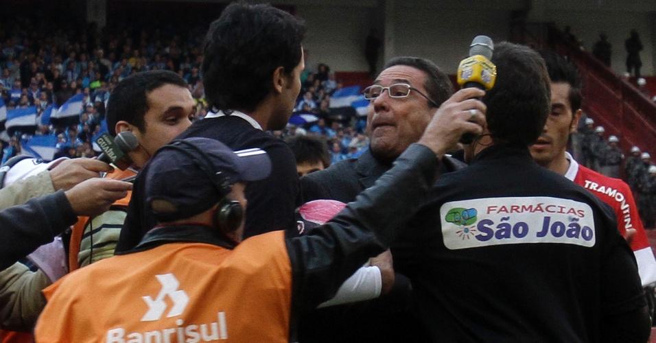 Luxemburgo se envolve em confusão com gandula em Gre-Nal 392 (29/04/2012)