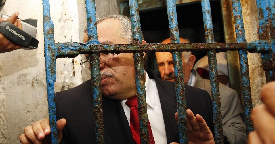 O ministro da Justiça da Tunísia, Noureddine Bhiri, visita neste domingo (29) a prisão de Ennadhour, na cidade de Bizerte. A cadeia era famosa por abrigar os presos políticos do regime de Ben Ali, deposto no ano passado