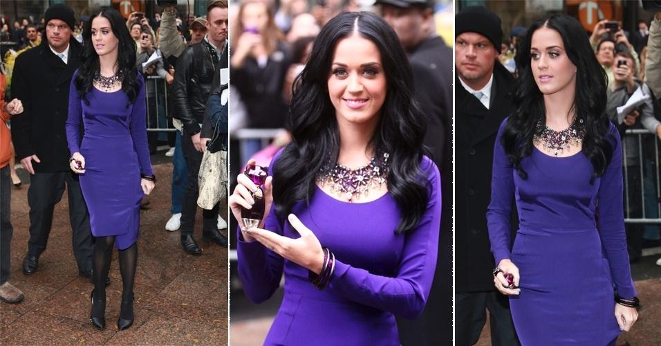 Katy Perry usou um vestido roxo azulado de mangas longas Zac Posen e um chamativo colar Valeska para promover seu perfume em Nova York, nos Estados Unidos. Nesta época a cantora ainda usada os cabelos pretos, ficando com um look um pouco mais formal do que estamos acostumados a vê-la (16/11/2010)