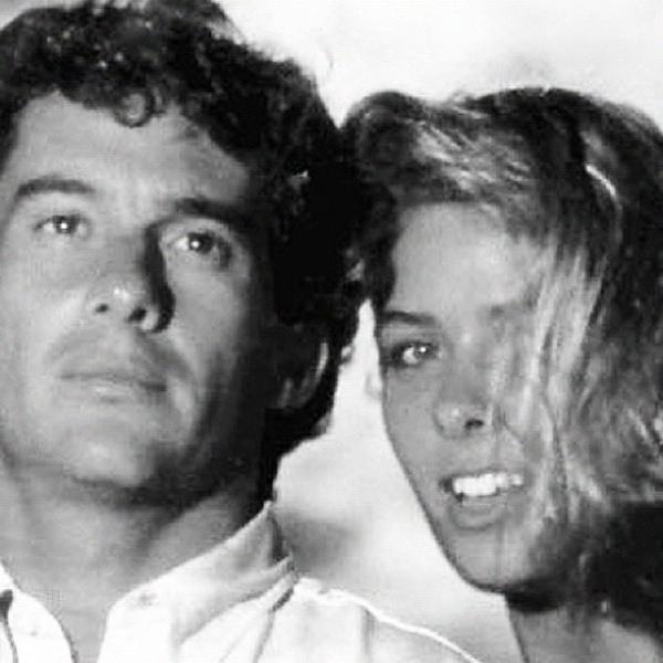 Adriane Galisteu, ex-namorada de Ayrton Senna, publica foto ao lado do piloto (1/5/12)