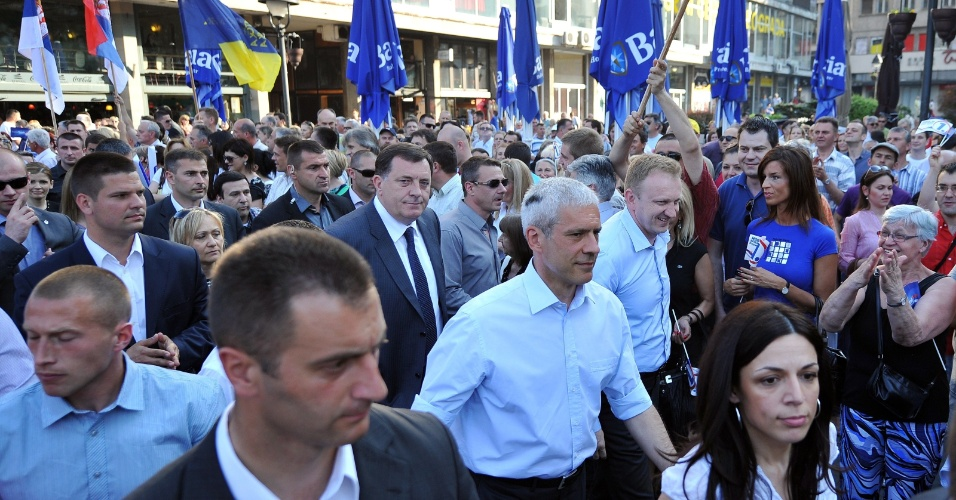 2.mai.2012 - Atual presidente da S&#233;rvia, Boris Tadic, participa de com&#237;cio junto eleitores em Belgrado