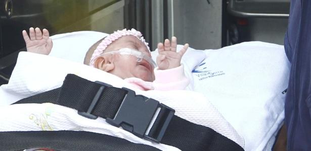 Carolina, considerada a menor bebê do Brasil, teve alta do hospital Vila da Serra, em Belo Horizonte