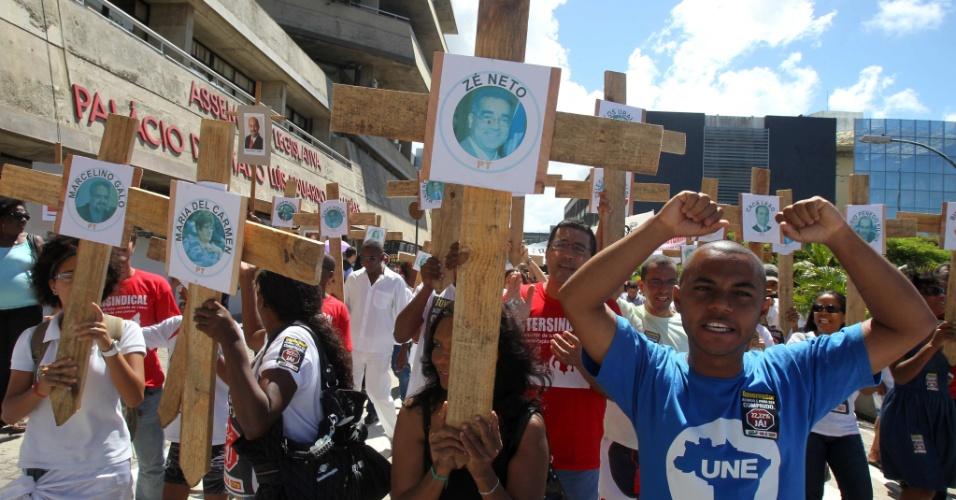 2.mai.2012- Professores estaduais da Bahia mantêm greve a mais de vinte dias