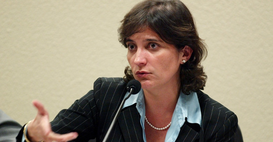 Ayanna Ten&#243;rio T&#244;rres de Jesus, ex-vice-presidente do Banco Rural. Teria autorizado a renova&#231;&#227;o dos empr&#233;stimos ao grupo de Marcos Val&#233;rio e n&#227;o teria notificado o BC sobre opera&#231;&#245;es suspeitas. Junto a outros tr&#234;s r&#233;us, &#233; acusada de ter disponibilizado ao esquema do mensal&#227;o R$ 32 milh&#245;es