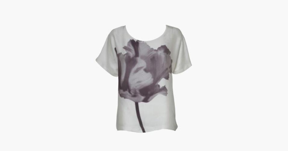 Blusa com estampa de flor; R$ 293, de Cristine Ban