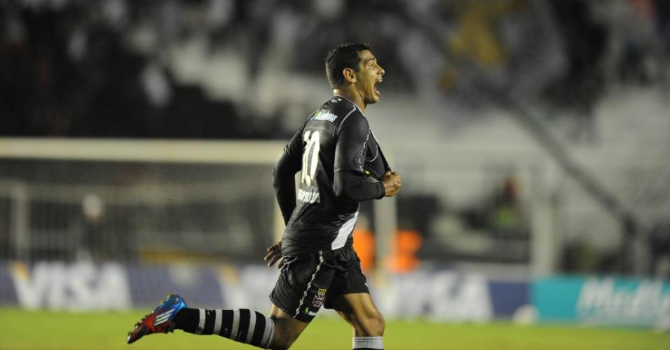 Diego Souza faz um golaço para o Vasco na partida contra o Lanús (02/05/12)
