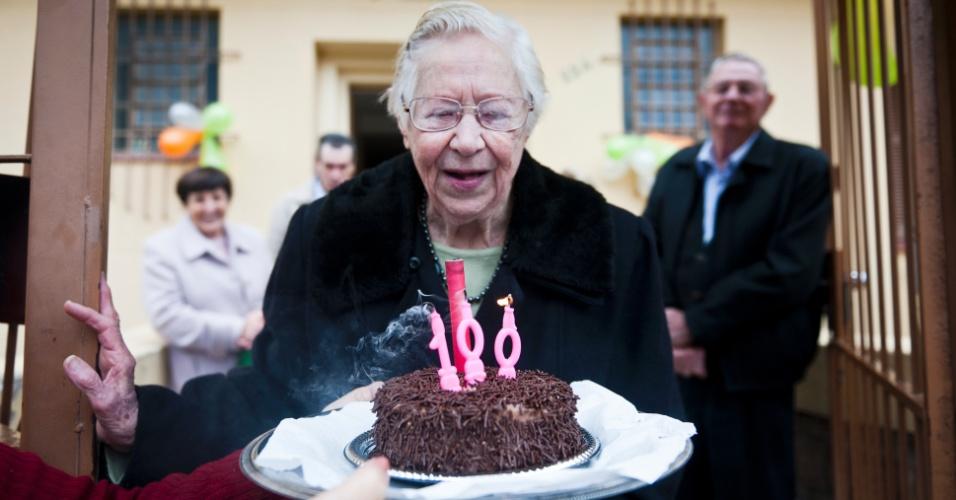 Érika Emília Caetani, que nasceu no dia 1º de maio de 1912, fez 100 anos em Porto Alegre (RS). Ela nasceu dois dias depois do Titanic naufragar