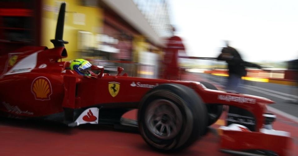 Felipe Massa deixa os boxes para os testes em Mugello. O brasileiro foi quinto, com Grosjean e Kobayashi empatados na liderança