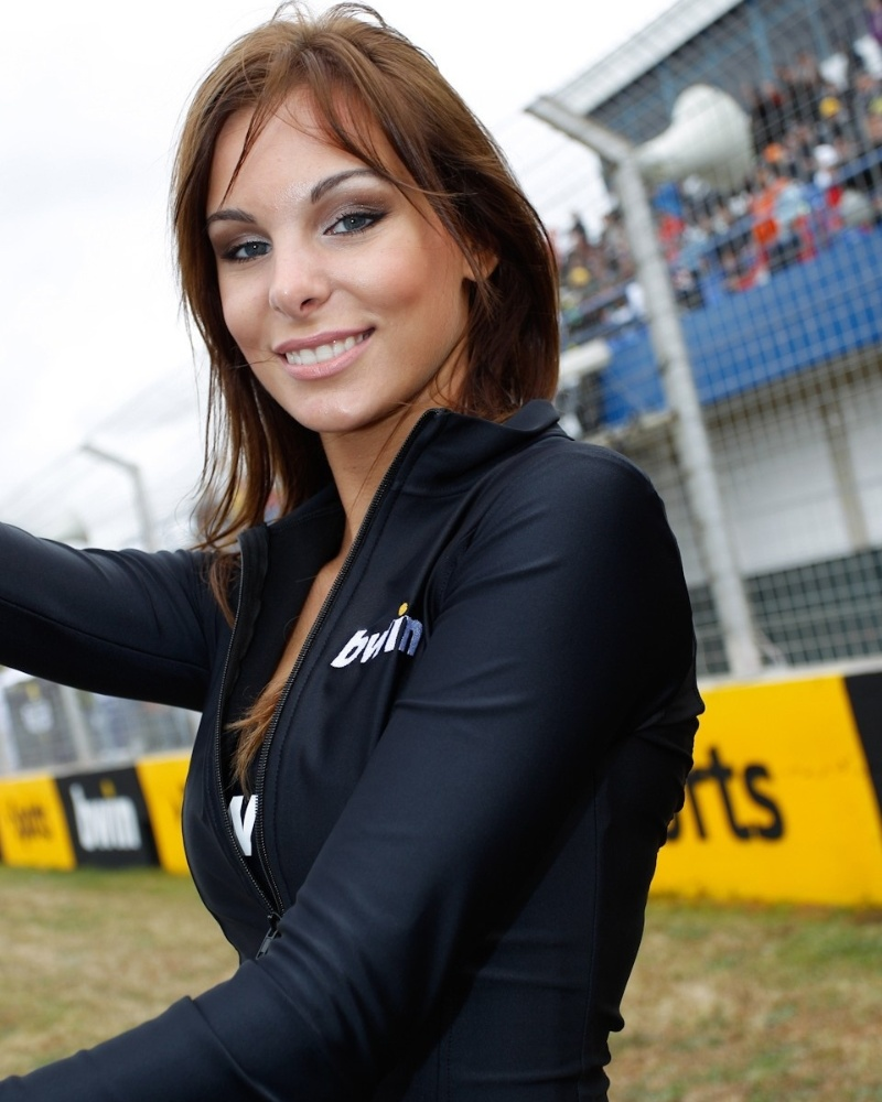 Grid girl esbanja beleza no GP da Espanha da MotoGP, em Jerez de La Frontera