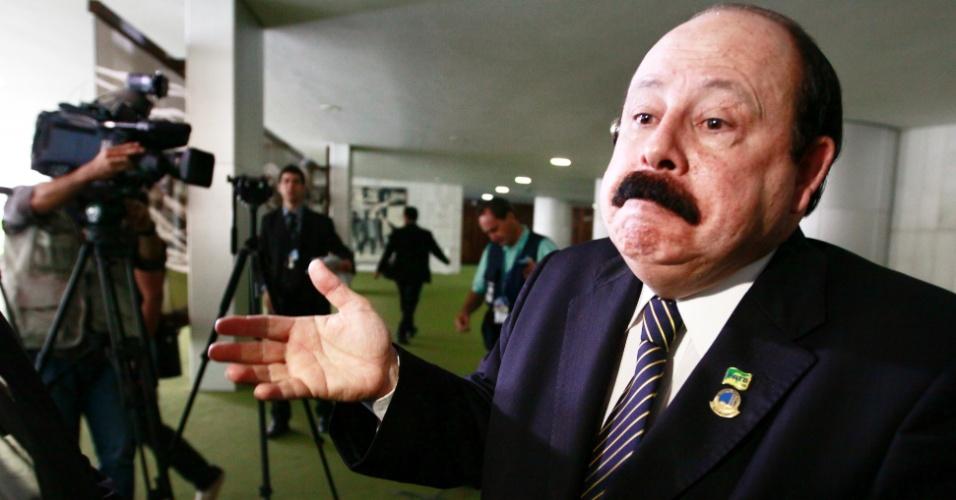 Levy Fidelix, presidente Nacional do PRTB, dá entrevista no Salão Verde da Câmara dos Deputados sobre as gravações que citam a venda do seu partido