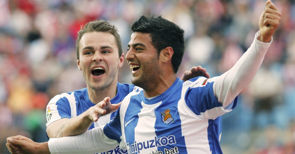 O mexicano Carlos Vela, da Real Sociedad, celebra seu gol na partida contra o Atl&#233;tico de Madri, no Vicente Calder&#243;n