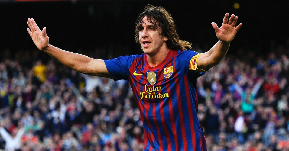 O zagueiro do Barcelona Puyol comemora ap&#243;s abrir o placar na partida contra o M&#225;laga no Camp Nou