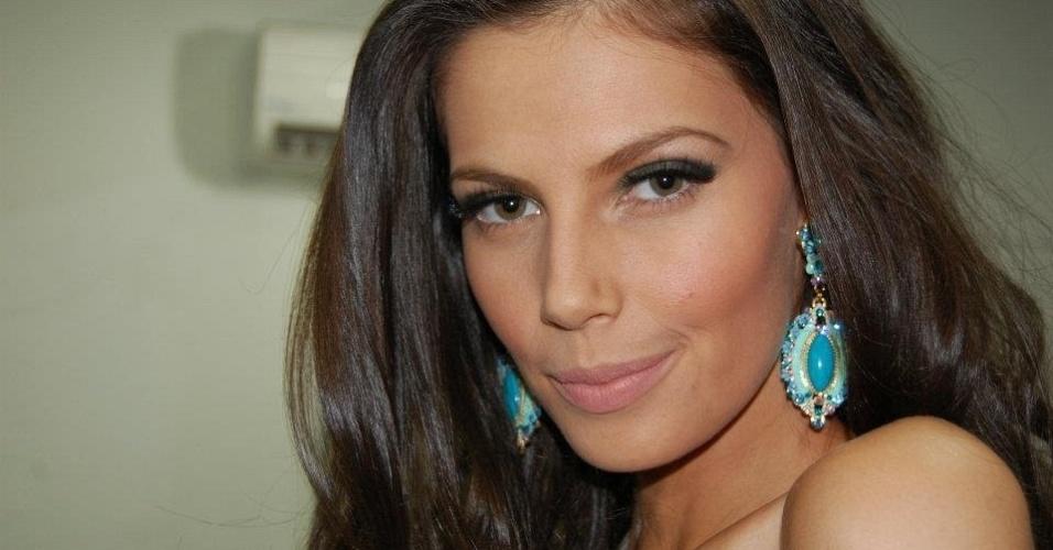 Raquel Benetti, ganhadora do Miss Mundo Espírito Santo 2013, que concorrerá ao título de Miss Mundo Brasil 2013, que será realizado no Rio de Janeiro. A bela é formada em Letras, poliglota, fã de futebol (torce pro Inter) e - gasp! - assídua espectadora de MMA