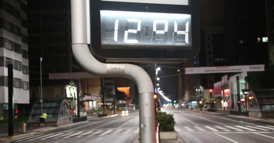 Termômetro registra 12ºC na avenida Paulista, região central de São Paulo, na madrugada de hoje, que é a mais fria do ano até agora
