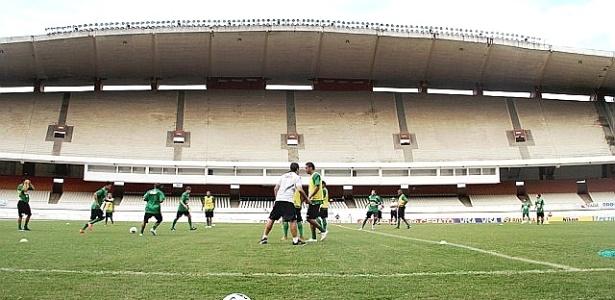 Time do Coritiba treina no Mangueirão, em Belém. (02/04/2012)