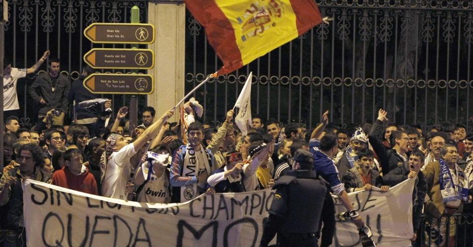 Torcida do Real Madrid comemora na capital espanhola título conquistado pela equipe de José Mourinho