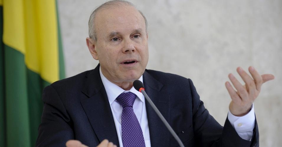3.mai.2012 - Em coletiva à imprensa, o ministro da Fazenda, Guido Mantega, explicou as novas regras da Caderneta de Poupança