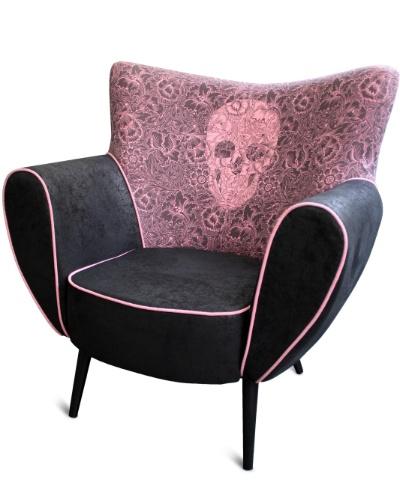 A poltrona Nina da linha Skull com estilo retrô, à venda na Rvalentim (www.rvalentim.com) por R$ 3.800