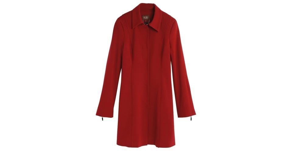 Casaco vermelho comprido; R$ 1.498, na Bô.Bô