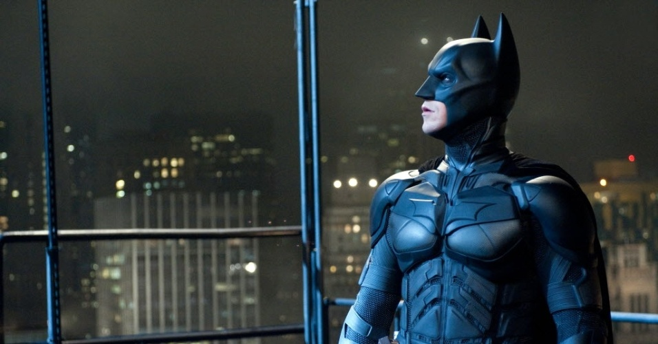 Christian Bale vestido como Batman em cena de &#34;Batman - O Cavaleiro das Trevas Ressurge&#34;