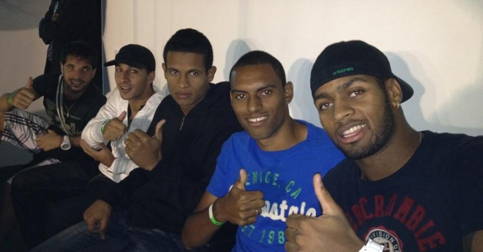 Dedé acompanha o jogo do Vasco contra o Lanús-ARG com os não-relacionados em São Januário (02/05/2012)