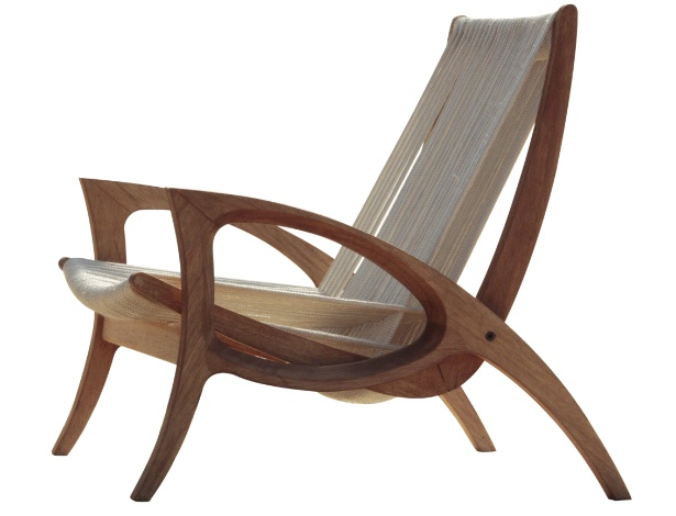 Do design Jader Almeida, a poltrona Eliz em madeira maciça e cordas de poliéster. Por R$ 2.438, na Sollosbrasil (www.sollosbrasil.ind.br)