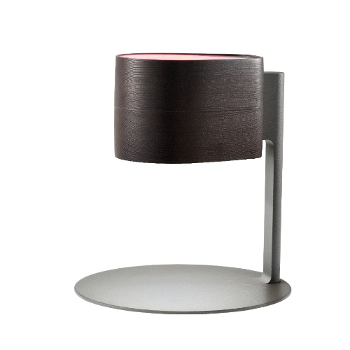 Em madeira de lei e com difusor em acrílico, a luminária Wood é fabricada pela empresa italiana ITRE e mede 32,6 cm de altura. À venda na Artecristallo