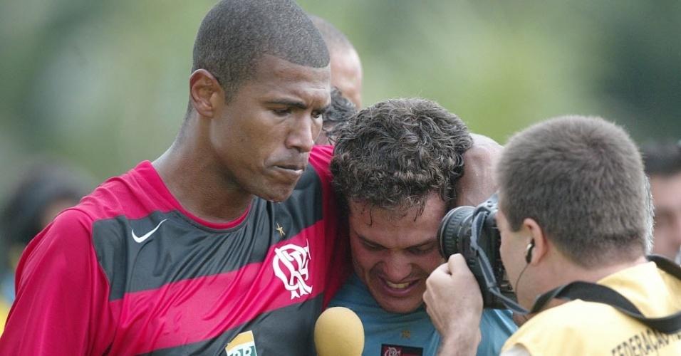 Júnior Baiano e Julio Cesar, ex-jogadores do Flamengo (28/11/2004)