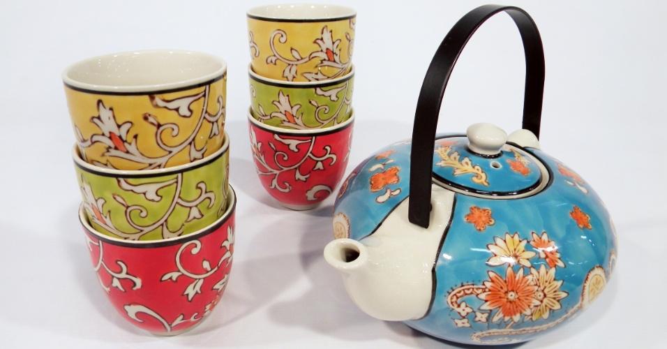No Espaço Til (www.espacotil.com.br), o conjunto de chá Liang é feito de cerâmica e custa R$ 206