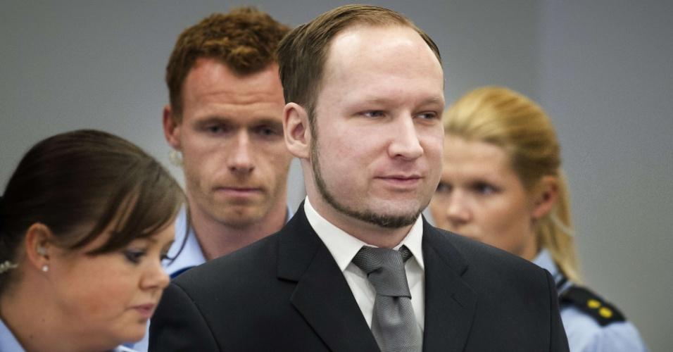 O atirador do massacre da Noruega, Anders Breivik, que deixou 77 pessoas mortas no ano passado, comparece à corte de Oslo, durante seu julgamento. Ele tenta convencer a corte que é são e que seja levado a sério e não como um lunático