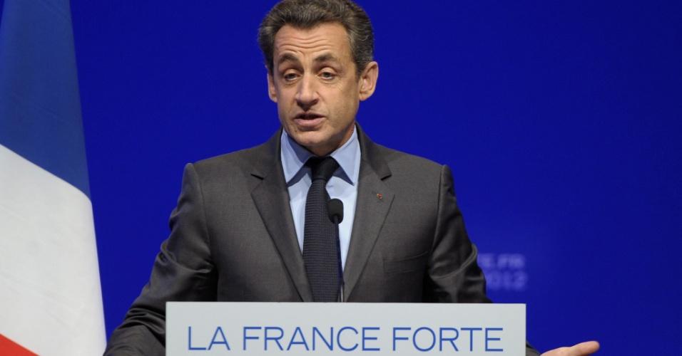 O atual presidente francês e candidato à reeleição, Nicolas Sarkozy, discursa durante comício eleitoral em Toulon, na França