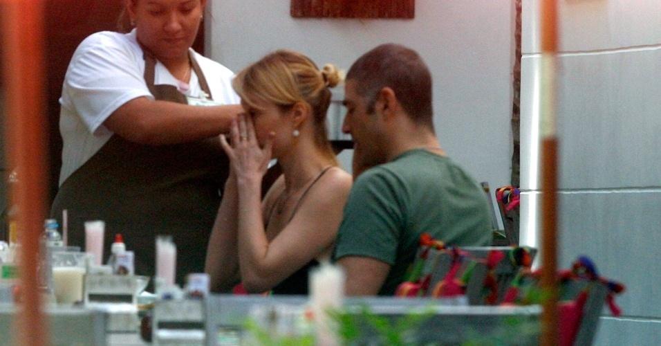 Reynaldo Gianecchini e Mariana Ximenes almoçam em restaurante em Ipanema (3/5/2012)