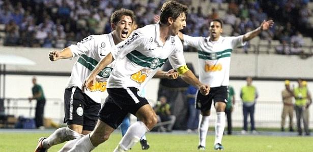 Tcheco comemora gol sobre o Paysandu (03/05/2012)